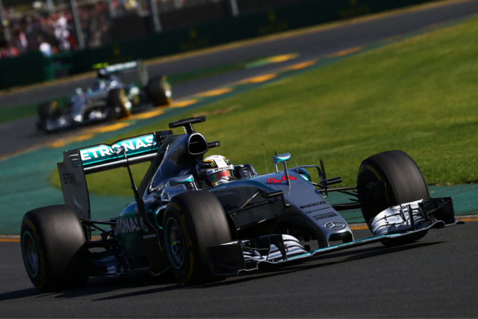 F1: Hamilton wins at home