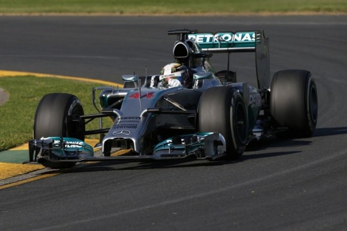 F1: Mercedes Duo dominates in China