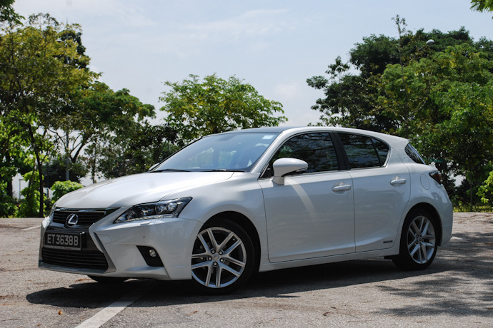 Lexus CT200h 1.8 (A) Review