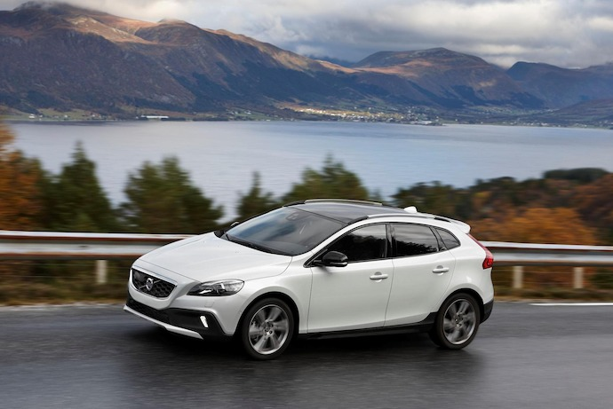 Volvo introduces All Wheel Drive powertrain upgrade for V40 Cross Country
