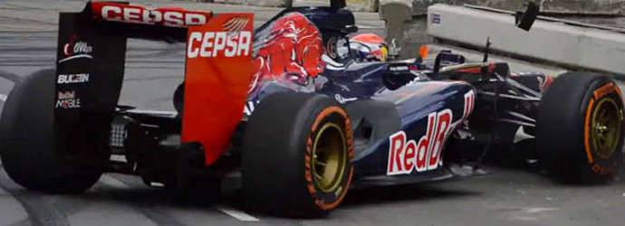 NL: Max Verstappen stuffs F1 car