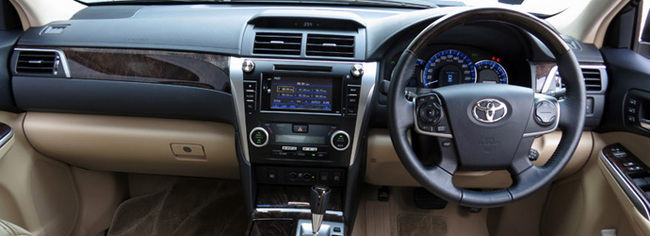 toyota camry hybrid 2 5 review singapore interior and. Black Bedroom Furniture Sets. Home Design Ideas