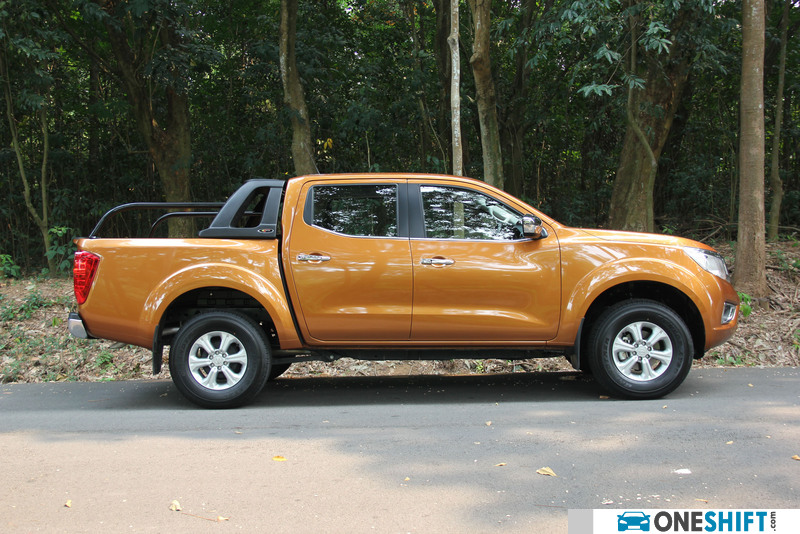 nissan navara np300 double cabin 4x4 review singapore. Black Bedroom Furniture Sets. Home Design Ideas