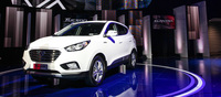 Hyundai unveils its Tucson Fuel Cell hydrogen powered electric vehicle. Driven by a front wheel drive electric motor, the Tucson has a range of 480km and the ability to fill its tank within 10 minutes.